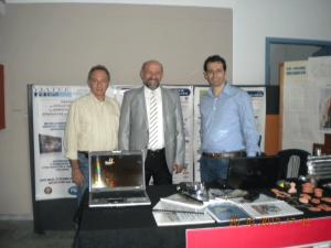Ο γεν. γραμματέας της Ο.Λ.Τ.Ε.Ε. κος Σταμάτης Σταματιάδης, ο καθηγητής του Τ.Ε.Ι. Καβάλας και Οργανωτικός γραμματέας του Festival κος Δημήτρης Πογαρίδης και ο πρόεδρος της Ε.Λ.Τ.Ε.Ε. Δράμας κος Χρήστος Σαμαράς στο περίπτερο της Ο.Λ.Τ.Ε.Ε.